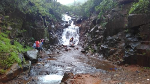 waterfall-on-way-shivthar-ghal