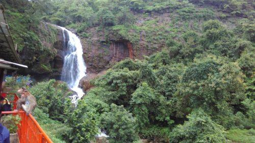 shivthar-ghal-waterfall-cave